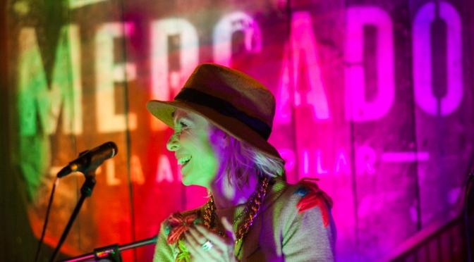 """Gloria Carrá junto a su banda """"CORONADOS DE GLORIA"""" tocaron gratis en """"MERCADO LA ALDEA PILAR"""""""