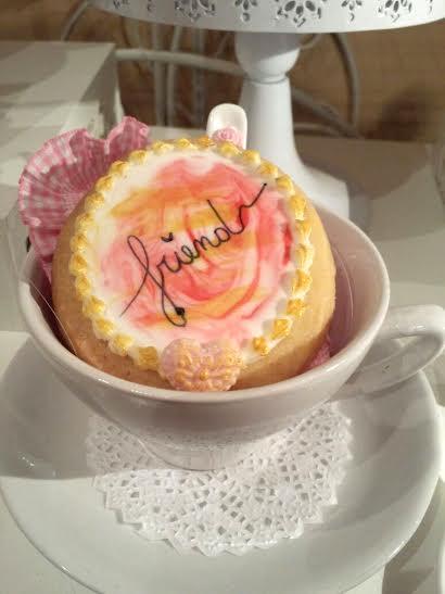 RIZ AU LAIT Tienda de Pasteles celebra el Mes de la Amistad