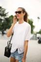 shorts_vaqueros_y_camiseta_el_look_del_verano_866020244_800x