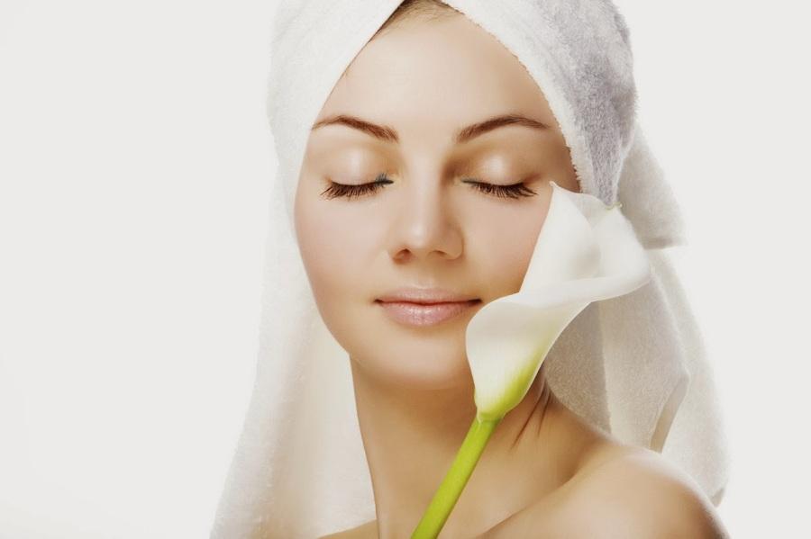 mujer-con-flor-belleza-toalla