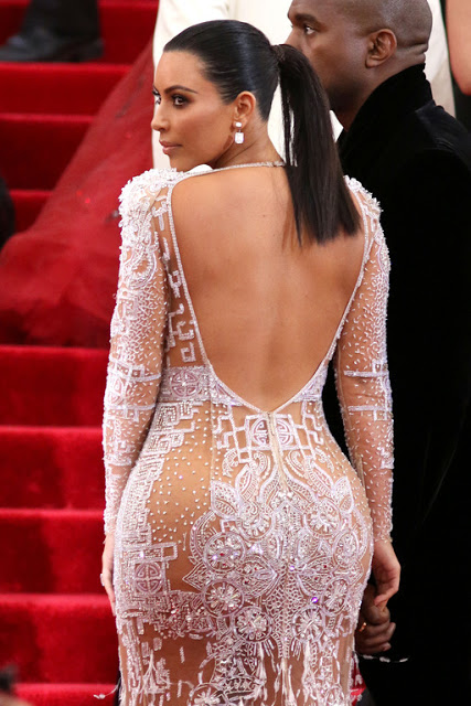 Kim Kardashian Espalda