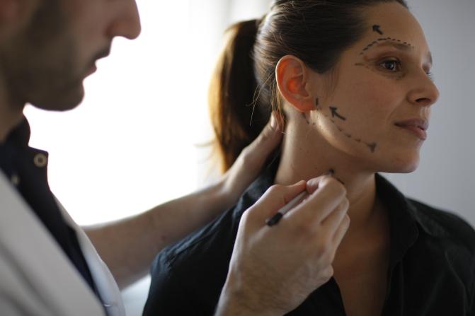 La nueva tendencia para rejuvenecer el rostro de forma no invasiva: los Hilos PDS