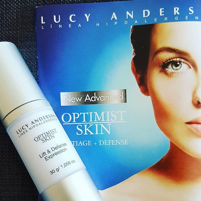 Lift & Defense Expression es la línea de última generacion de Lucy Anderson contra la contaminación ambiental y los rayos UV