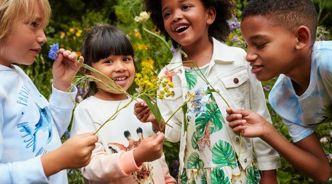 H&M y la ilustradora Karolina Kijak traen la primavera con una colaboración de ropa infantil que celebra la naturaleza