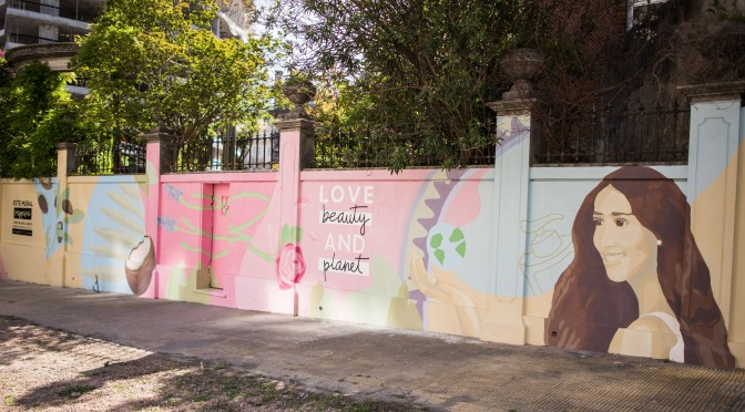 Love, Beauty & Planet realizó el primer mural sustentable y descontaminante de Uruguay