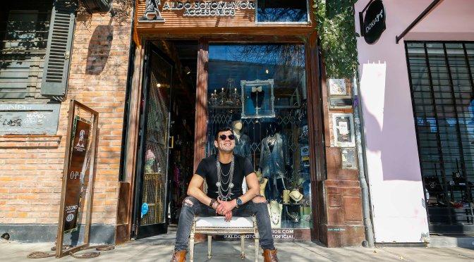 Aldo Sotomayor, un ingenioso diseñador autodidacta de accesorios de moda
